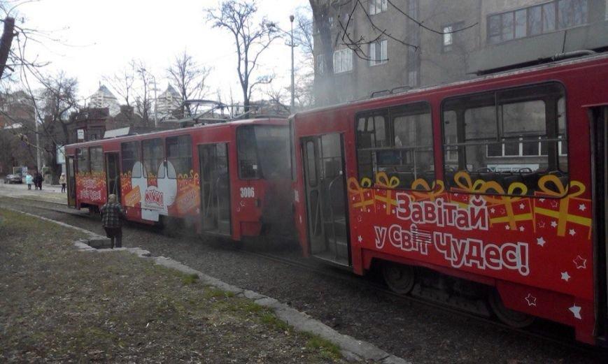Возле парка Шевченко в трамвае №1 произошло возгорание (ФОТО) (фото) - фото 2