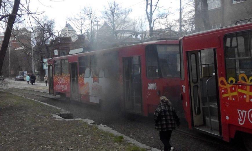 Возле парка Шевченко в трамвае №1 произошло возгорание (ФОТО) (фото) - фото 1