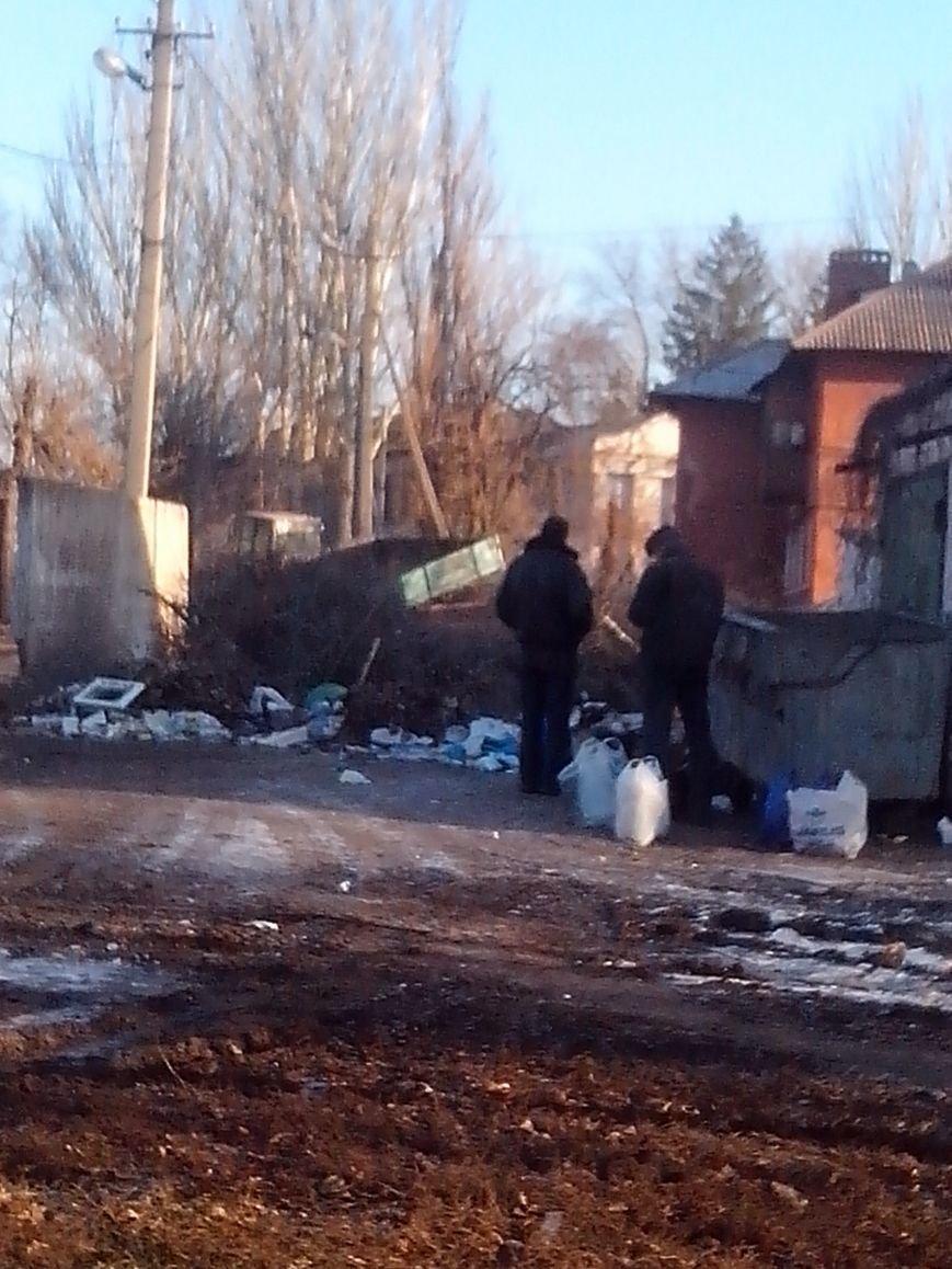 Если мусорник не уберут, дети будут скоро на крысах кататься, - криворожане обеспокоены огромной свалкой возле детского сада (ФОТО), фото-1