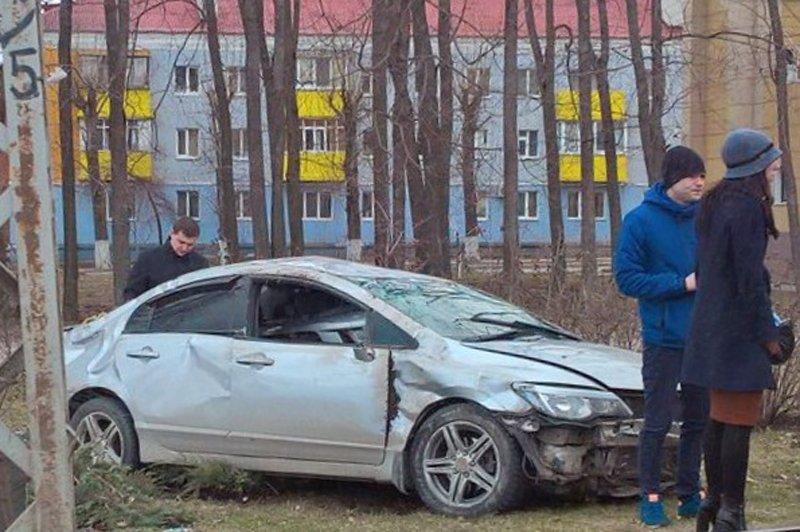 В Белгороде на Богданке перевернулась иномарка (фото) - фото 2