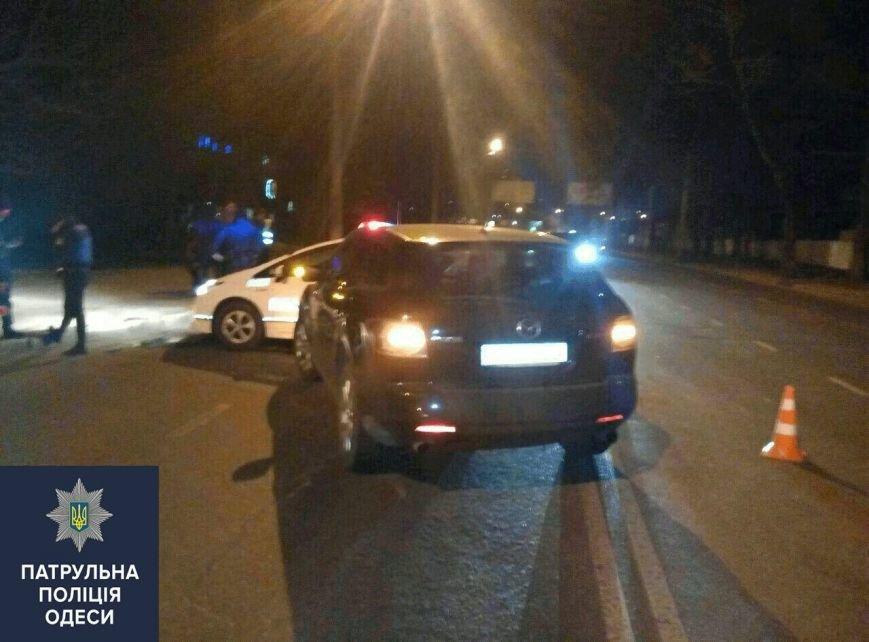 671048b57c123eb905dee7e1033a063f В Одессе на месте аварии лихач сбил полицейского-регулировщика