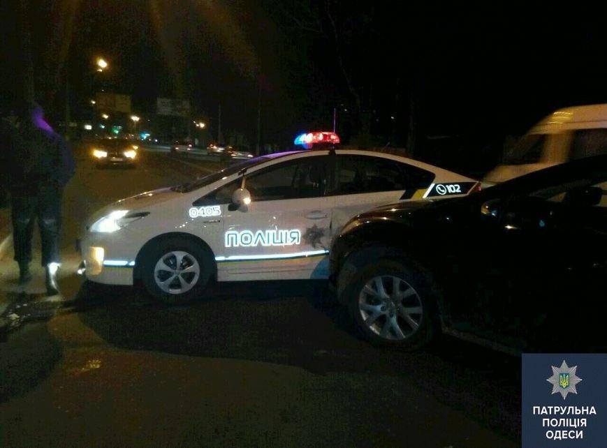 e2e66e7d6cef9633176463277e2b341b В Одессе на месте аварии лихач сбил полицейского-регулировщика