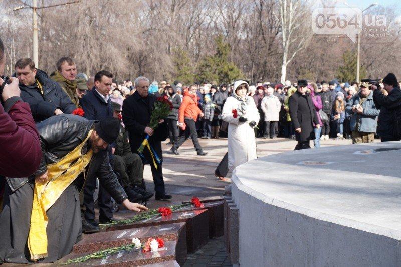 Военный капеллан на открытии монумента памяти погибших в АТО бойцов призвал криворожан делать все, чтобы не было стыдно перед Героями (ФОТО), фото-12