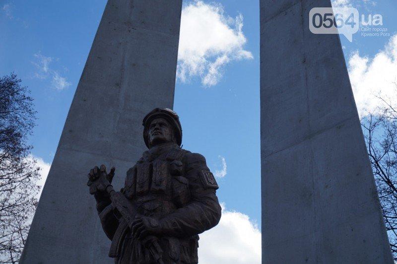 Военный капеллан на открытии монумента памяти погибших в АТО бойцов призвал криворожан делать все, чтобы не было стыдно перед Героями (ФОТО), фото-13