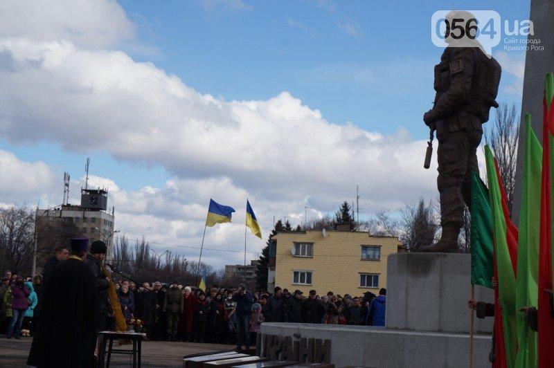 Военный капеллан на открытии монумента памяти погибших в АТО бойцов призвал криворожан делать все, чтобы не было стыдно перед Героями (ФОТО), фото-8