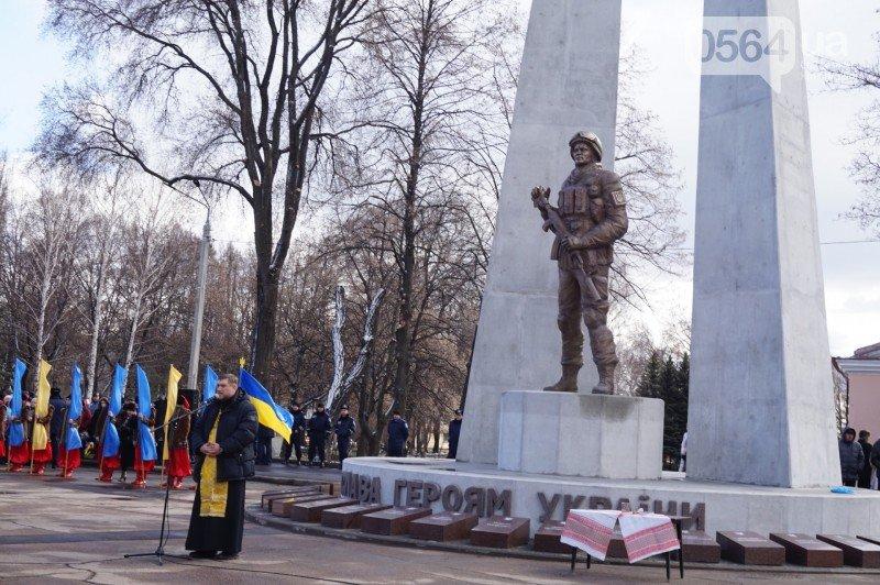 Военный капеллан на открытии монумента памяти погибших в АТО бойцов призвал криворожан делать все, чтобы не было стыдно перед Героями (ФОТО), фото-5