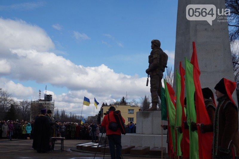 Военный капеллан на открытии монумента памяти погибших в АТО бойцов призвал криворожан делать все, чтобы не было стыдно перед Героями (ФОТО), фото-7