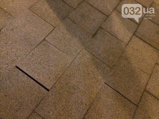 Зробили так, що довелось переробляти: на пр. Свободи ремонтували хідники (ФОТО) (фото) - фото 3