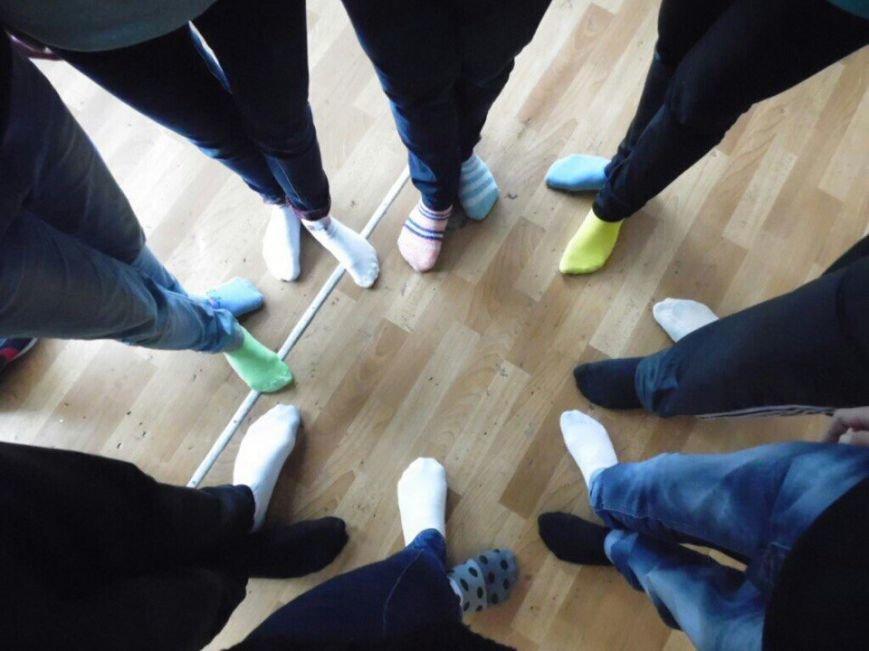 """Криворожские школьники приняли участие в флешмобе  """"Lots of socks"""" (ФОТО), фото-2"""