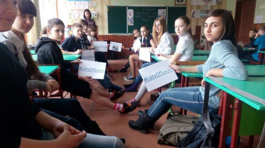 """Криворожские школьники приняли участие в флешмобе  """"Lots of socks"""" (ФОТО), фото-8"""