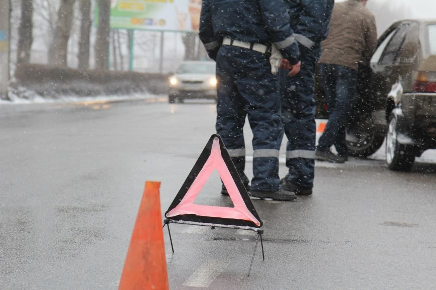 В Днепродзержинске на проспекте Юбилейном в ДТП столкнулись «восьмерка» и Citroen, фото-6