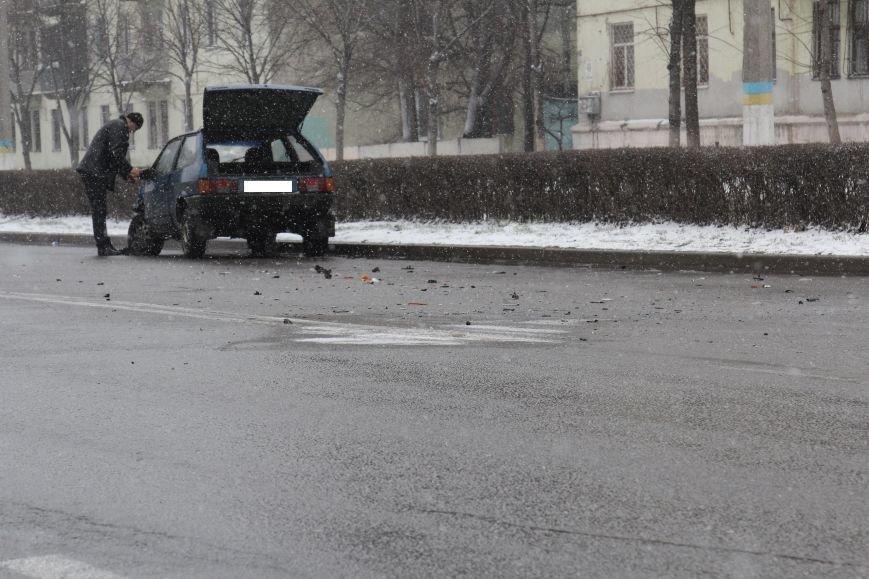 В Днепродзержинске на проспекте Юбилейном в ДТП столкнулись «восьмерка» и Citroen (фото) - фото 1