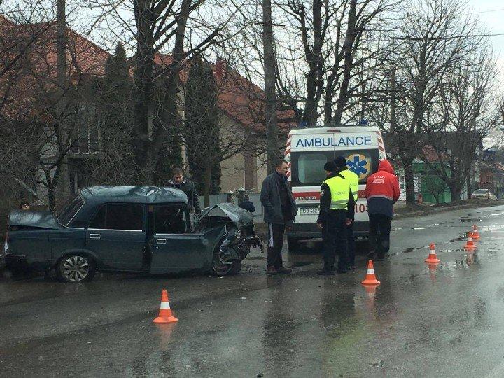 ДТП у Тернополі: водій в'їхав в дерево (фото), фото-1