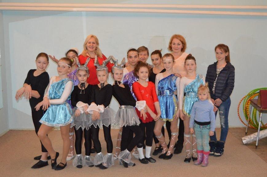 Эстрадно- цирковой коллектив «Этель» подготовил яркое выступление в честь праздника Крымской Весны, фото-1