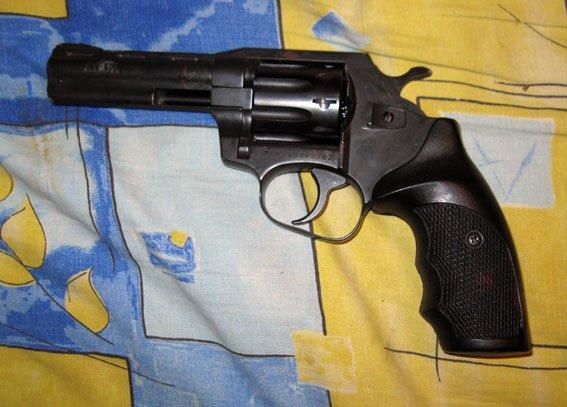 В Кременчуге мужчина изувечил сожительницу, а потом застрелился (фото) - фото 1