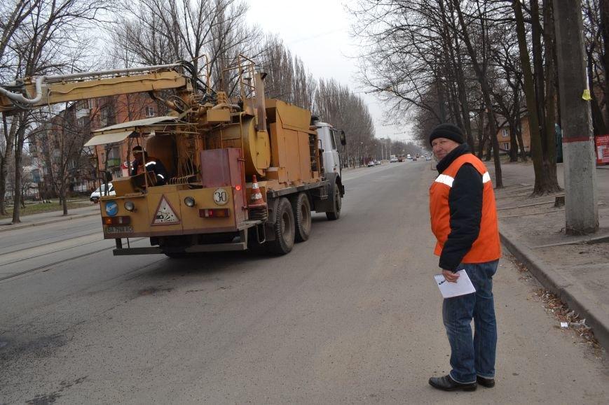 Для ямочного ремонта дорог в Кривой Рог приехал автогудронатор и бригада дорожников из Днепропетровска (ФОТО), фото-1