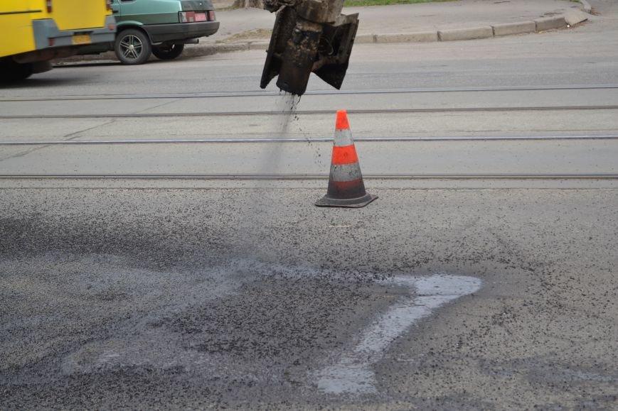 Для ямочного ремонта дорог в Кривой Рог приехал автогудронатор и бригада дорожников из Днепропетровска (ФОТО), фото-10
