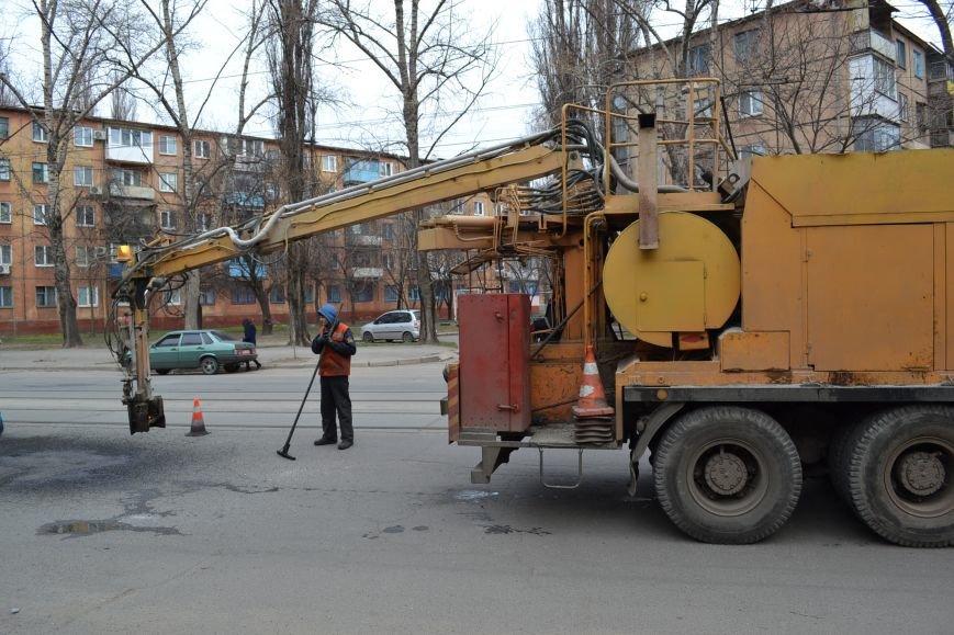 Для ямочного ремонта дорог в Кривой Рог приехал автогудронатор и бригада дорожников из Днепропетровска (ФОТО), фото-11