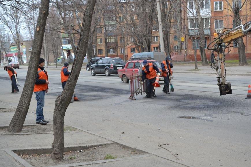 Для ямочного ремонта дорог в Кривой Рог приехал автогудронатор и бригада дорожников из Днепропетровска (ФОТО), фото-12