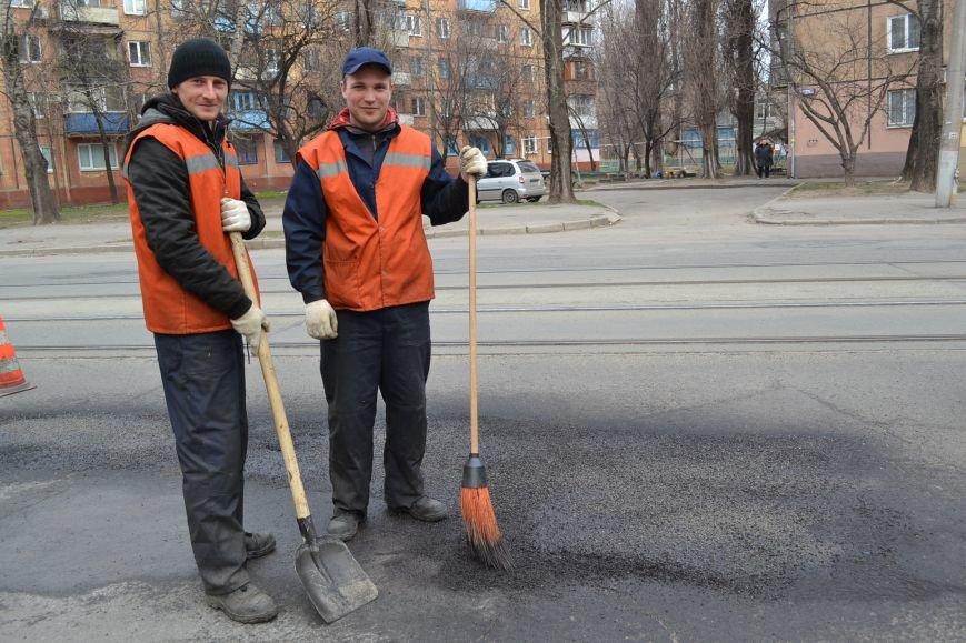 Для ямочного ремонта дорог в Кривой Рог приехал автогудронатор и бригада дорожников из Днепропетровска (ФОТО), фото-3