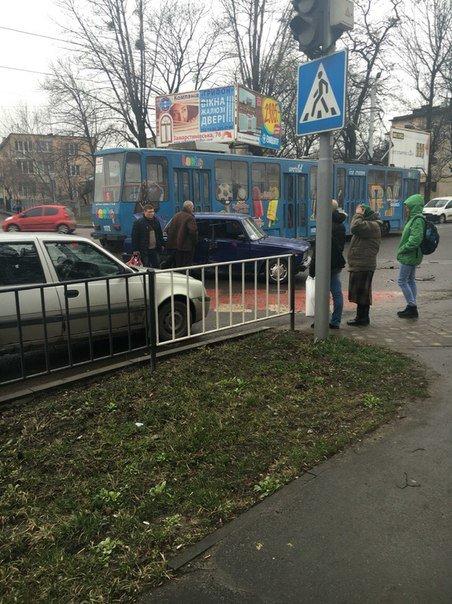 На перехресті вулиць Липинського та Замарстинівської зіштовхнулись два автомобілі: є потерпілі, фото-3