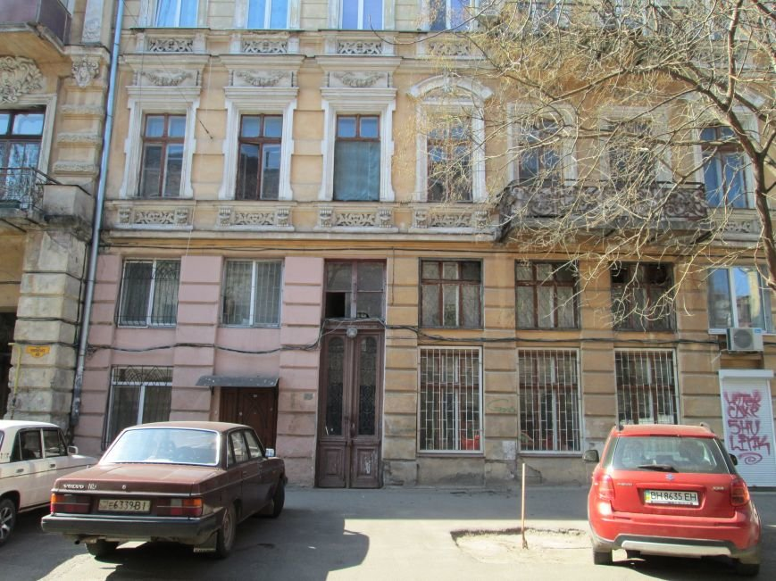 1eb4edae78d0a17d58f8337266bb3ff1 Довели до ручки: В Одессе можно наблюдать парад падающих балконов