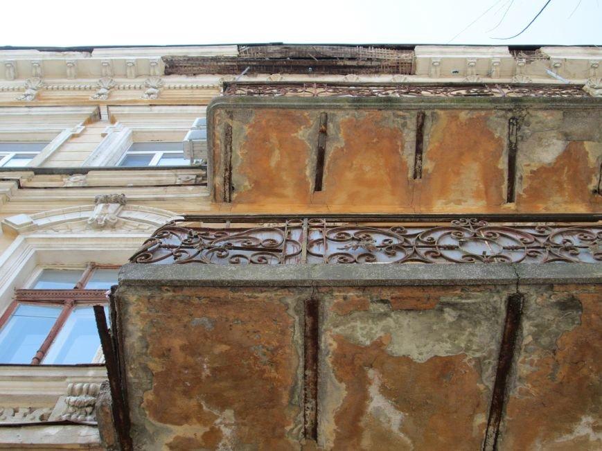 2b95d8afcca6907e0de9bcc454bb78a6 Довели до ручки: В Одессе можно наблюдать парад падающих балконов