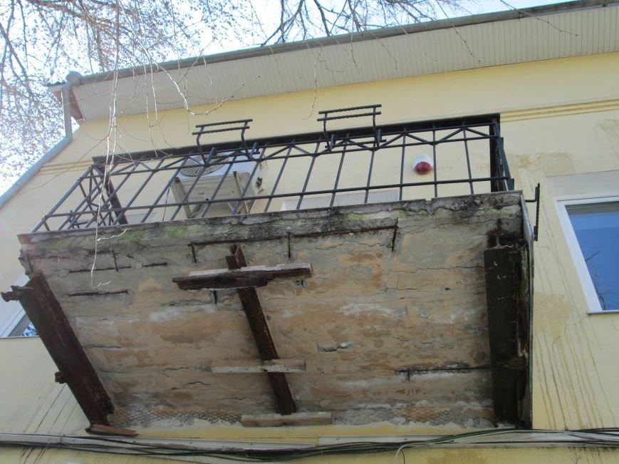 528e4390c859d54027756e5c029ffeef Довели до ручки: В Одессе можно наблюдать парад падающих балконов