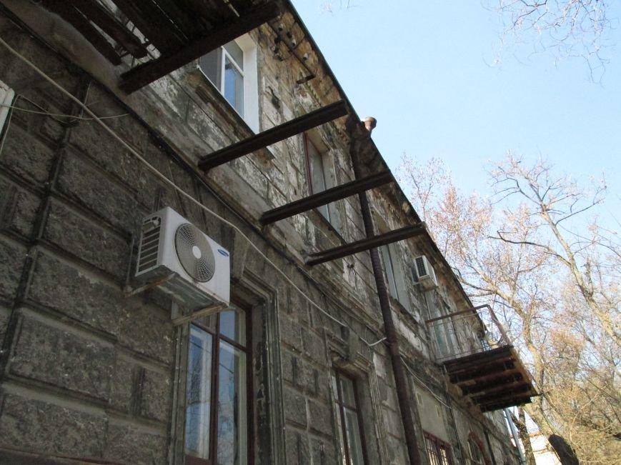 52ac1ea81fc1d5cd4a244ee2290c88d2 Довели до ручки: В Одессе можно наблюдать парад падающих балконов