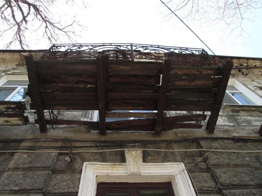 907ff5d786e2cf2e3af5727eb5cb6a29 Довели до ручки: В Одессе можно наблюдать парад падающих балконов