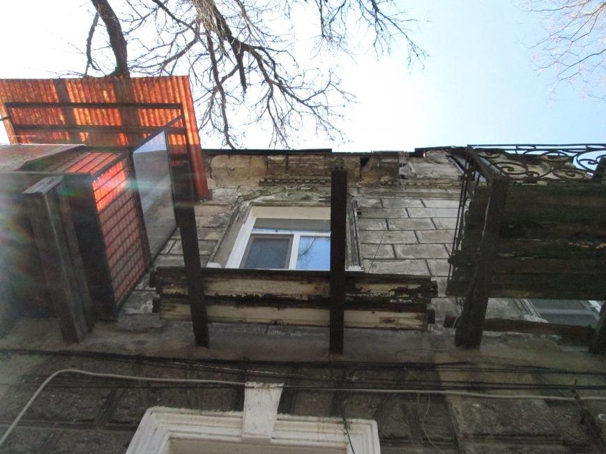 cb767e155cf93a821f6bf5eacaadd0f7 Довели до ручки: В Одессе можно наблюдать парад падающих балконов