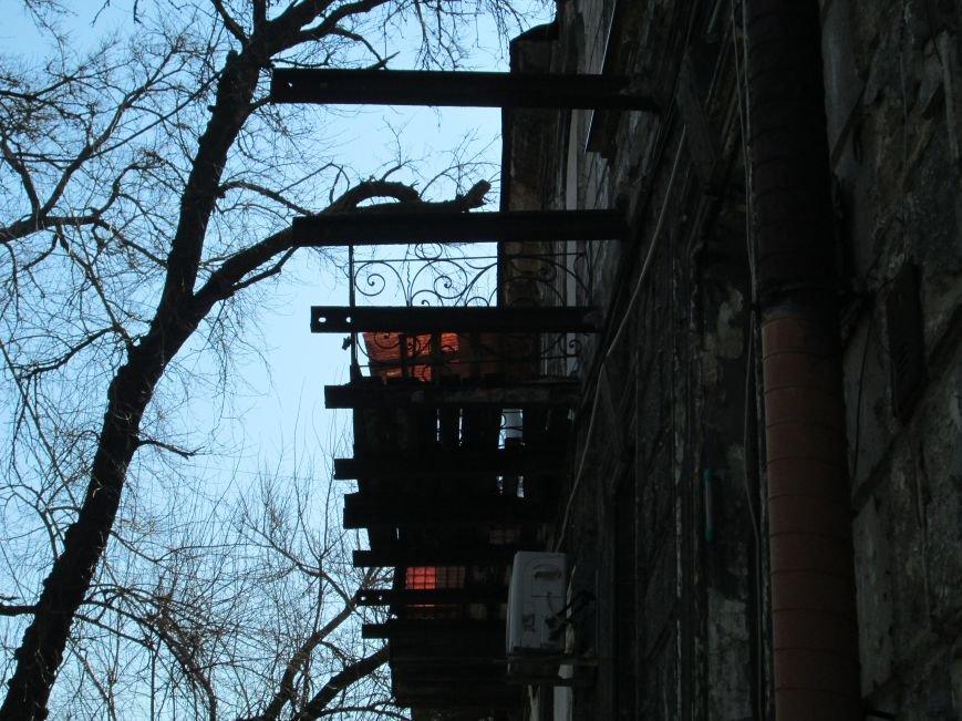 ceb25ea0a7cd35bc020ae66080a263fb Довели до ручки: В Одессе можно наблюдать парад падающих балконов