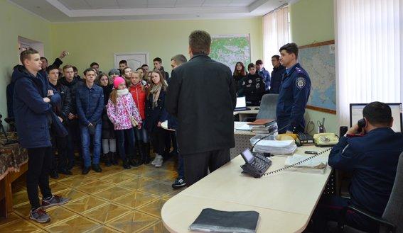 В Житомире молодежь познакомилась с особенностями профессии полицейского (фото) - фото 1