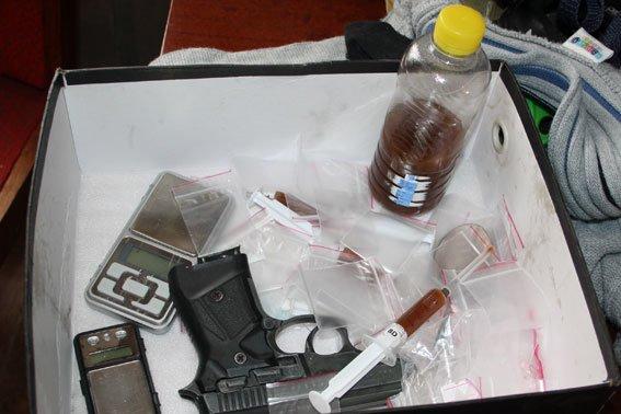 На Полтавщине задержали семью, которая промышляла наркотиками (фото) - фото 1