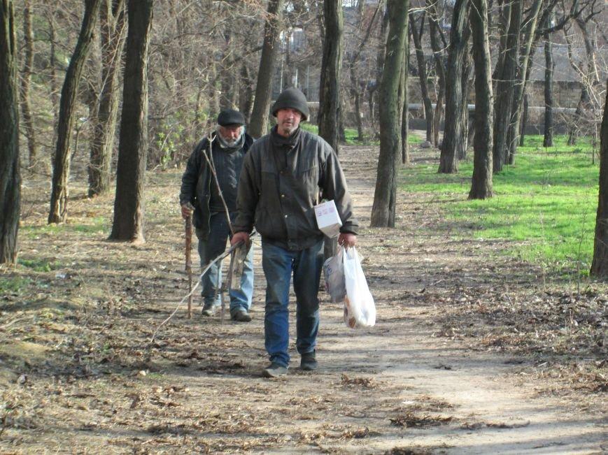 39bae73048e19a0fd93adba76c70c11e Одесситы остерегаются логова бездомных возле Балковской