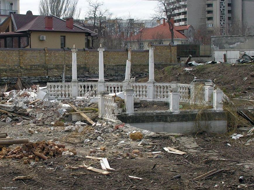 На одесском Фонтане вырубили красивый сквер ради