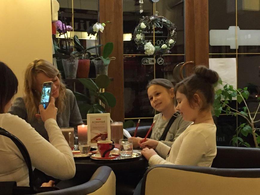 В Бердянске сегодня можно оплатить кофе своим стихотворением (фото) - фото 1