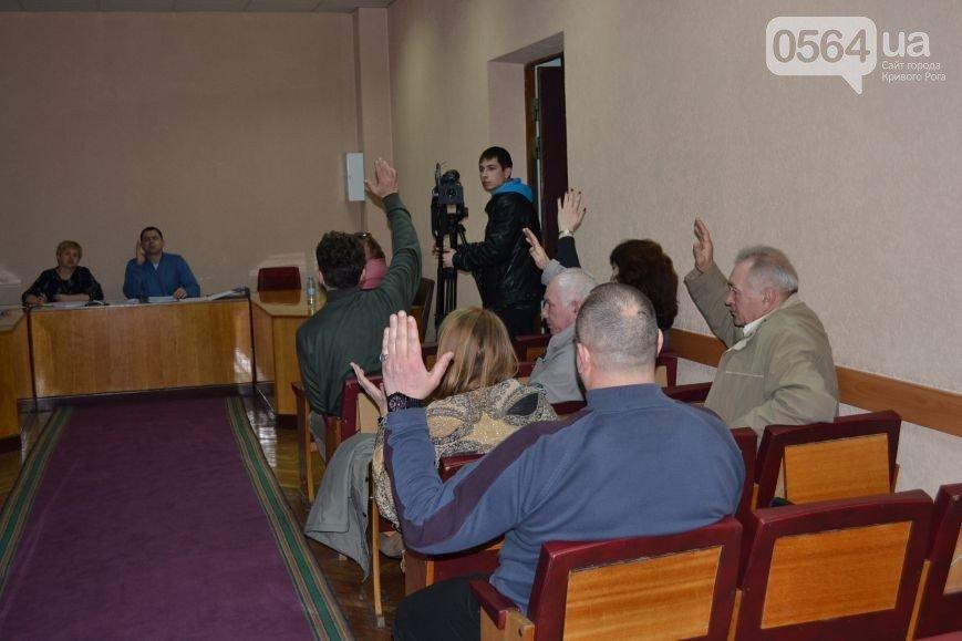 В Кривом Роге: дороги ремонтирует бригада из Днепропетровска, горизбирком не проголосовал за наблюдателей Семенченка, у АТОшника хотели отобрать авто (фото) - фото 2