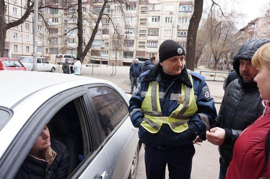 В Кривом Роге: дороги ремонтирует бригада из Днепропетровска, горизбирком не проголосовал за наблюдателей Семенченка, у АТОшника хотели отобрать авто (фото) - фото 3