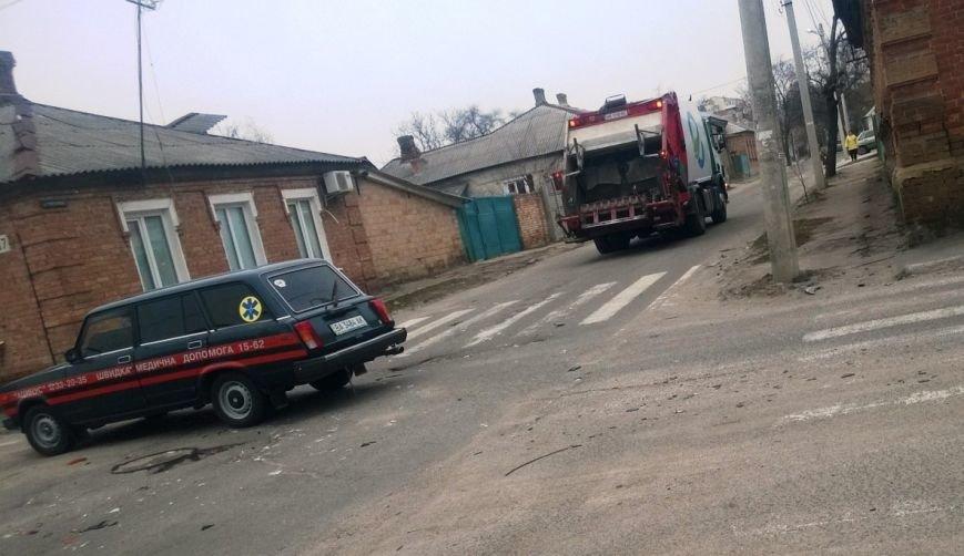 ДТП в Кировограде: легковой автомобиль столкнулся с мусоровозом (ФОТО), фото-2