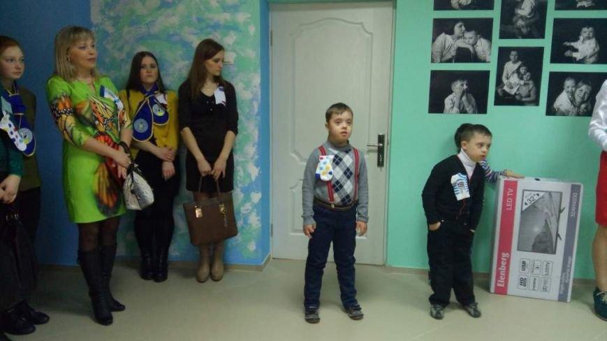 """У Житомирі відкрили виставку про """"сонячних дітей"""", фото-1"""