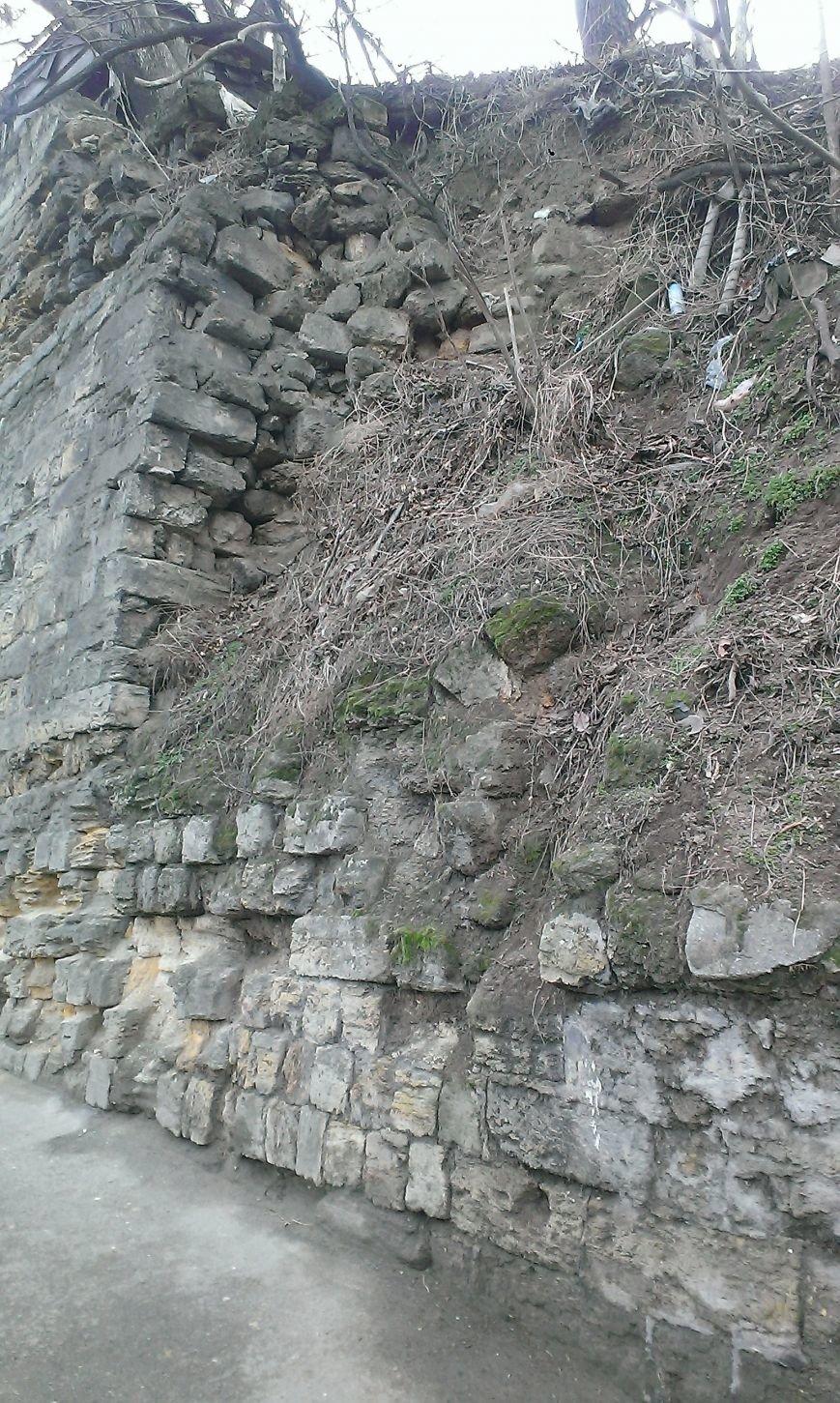 На одесской Молдаванке может рухнуть подпорная стена (ФОТО) (фото) - фото 1