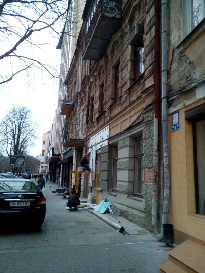 Во-первых, это красиво! Старинное здание в центре Одессы утепляют пенопластом (ФОТО) (фото) - фото 1