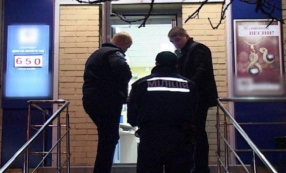 В Киеве ограбили ювелирный магазин, ранен охранник (ФОТО) (фото) - фото 1