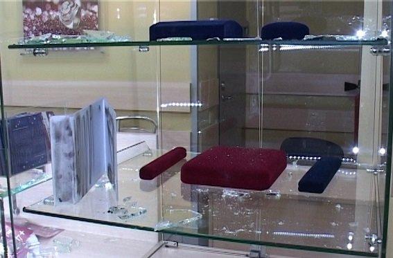 В Киеве ограбили ювелирный магазин, ранен охранник (ФОТО) (фото) - фото 5