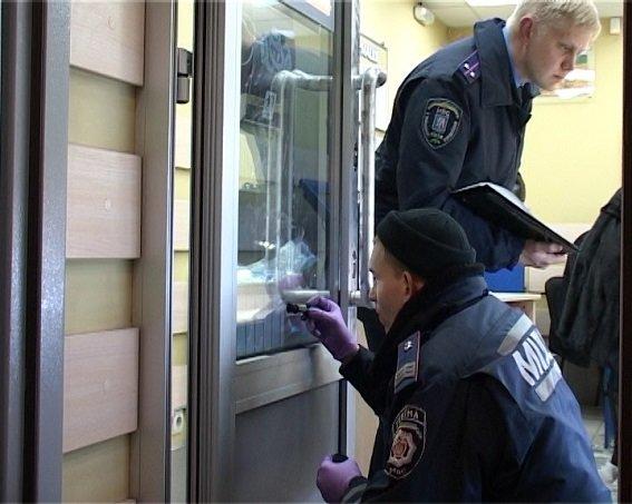 В Киеве ограбили ювелирный магазин, ранен охранник (ФОТО) (фото) - фото 3