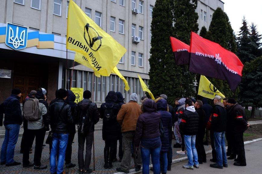 У Тернополі «вільні люди» пікетували СБУ (фото) (фото) - фото 1