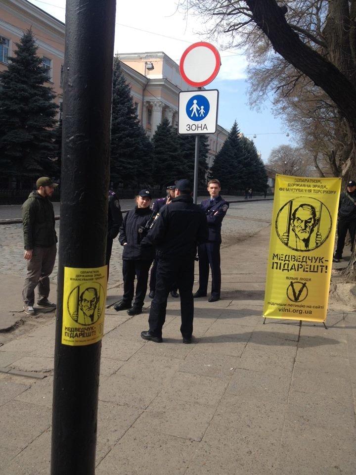 c57fc73622b00188f916899838f39782 Одесситы собирают подписи за арест Медведчука