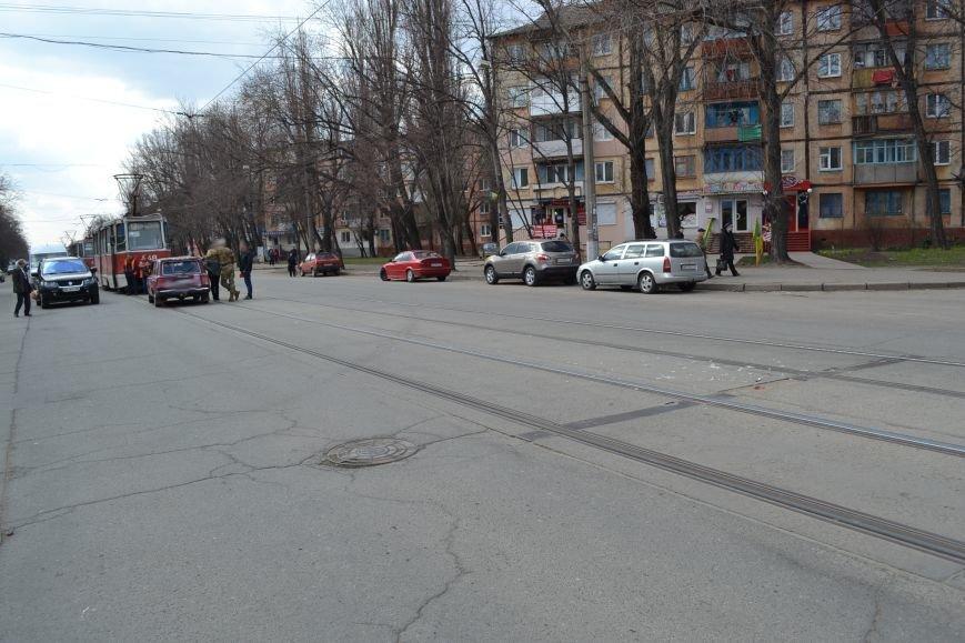 В Кривом Роге из-за ДТП на улице Косиора было остановлено движение трамваев (ФОТО), фото-2