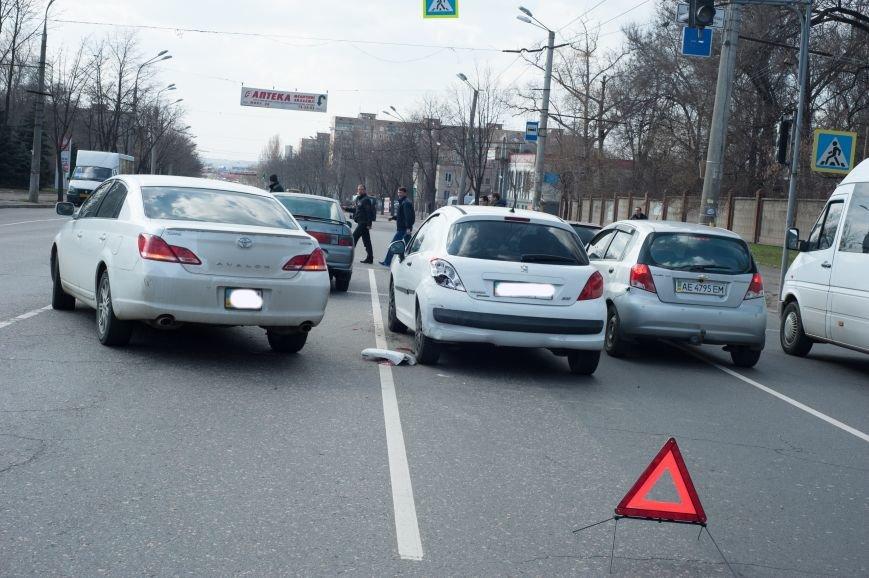 "В Кривом Роге ""Toyota Avalon"" догнала три стоявших на светофоре автомобиля (ФОТО), фото-13"